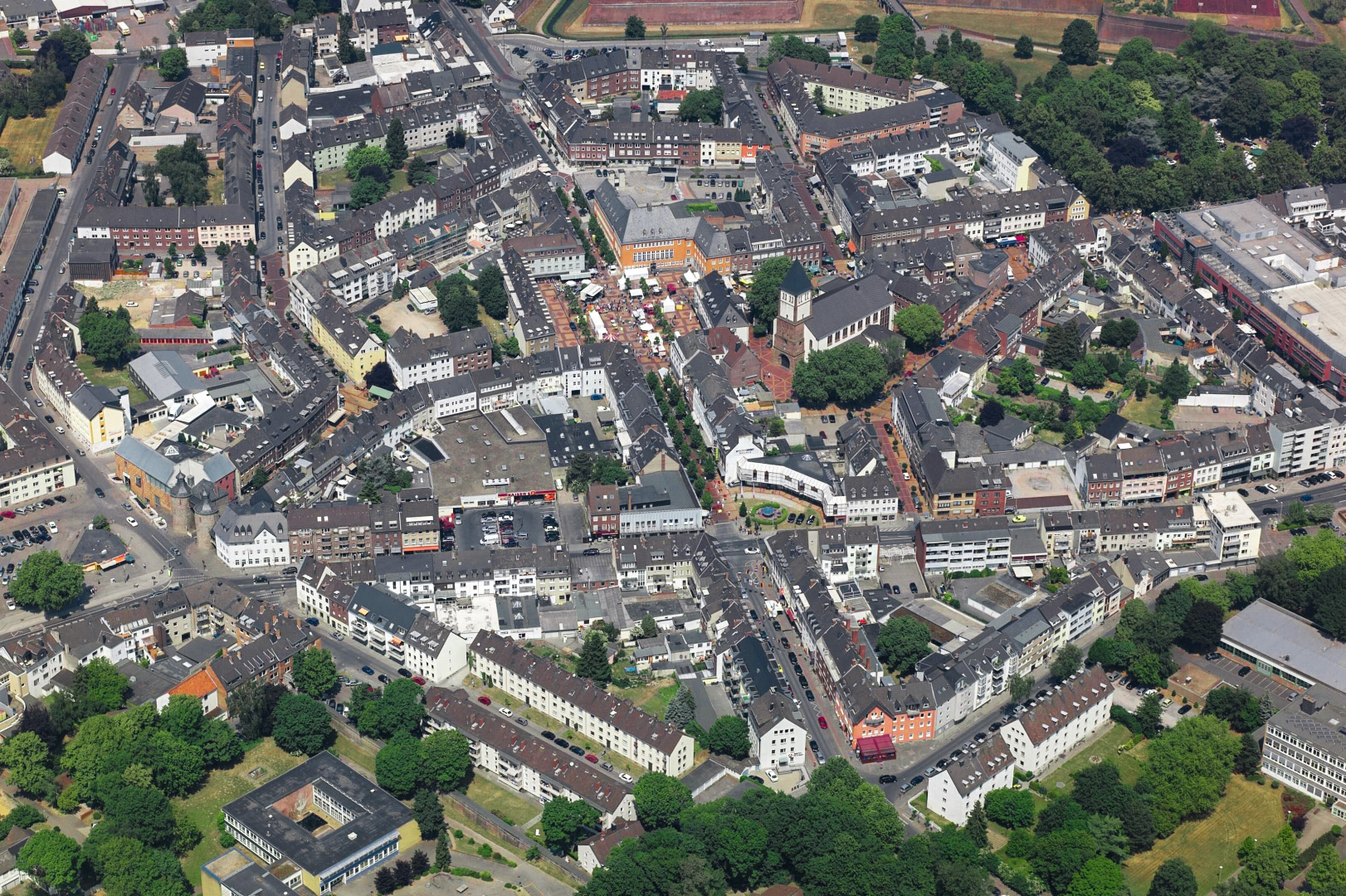Luftaufnahme der Jülicher Kernstadt mit Marktplatz, altem Rathaus und Hexenturm | Foto: Dr. Ulrich Eckardt